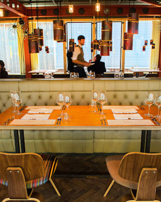 Manchester house restaurant spinningfields manchester for Best private dining rooms manchester